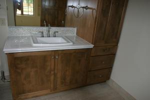 Bath linen & vanity in spare bedroom bat
