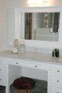 Master bath make-up vanity