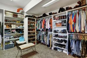 Walk-in_Closet