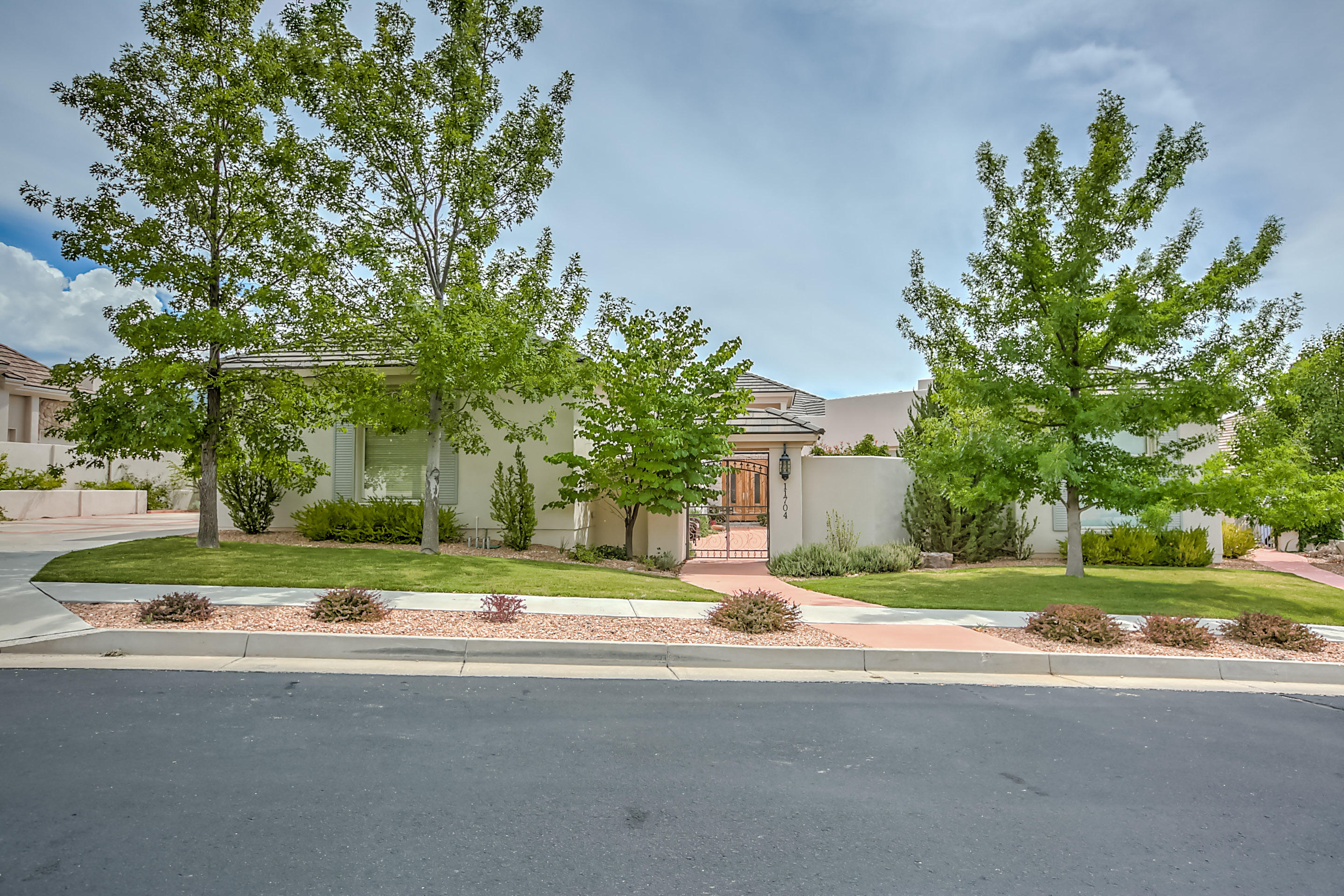 11704 BERINGER AVENUE NE, ALBUQUERQUE, NM 87122
