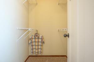 Bedroom_One_Closet