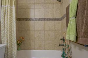 Upstairs_Bathroom_2