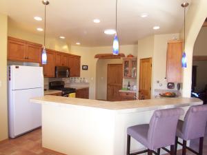 14 Kitchen Bar