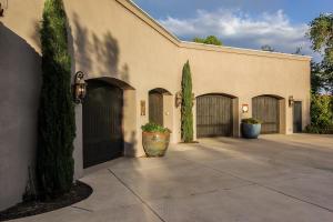 garages in autobarn
