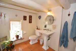 G Bathroom 2