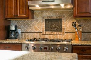 Kitchen w/6 Burner Stove