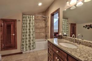 Full bath of bedroom 4