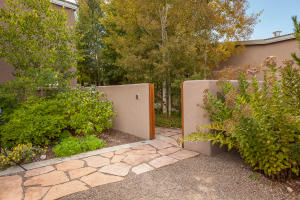 23 Cerrito Rojo Courtyard Entry