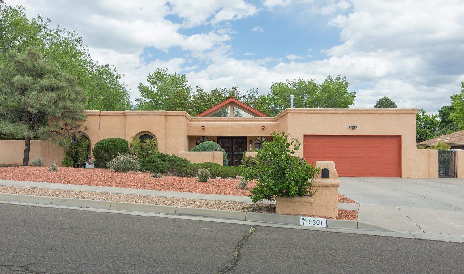 9301 LAYTON LOOP NE, ALBUQUERQUE, NM 87111