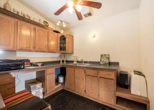 9_Shady_Lane_Apartment_Bonus_Room