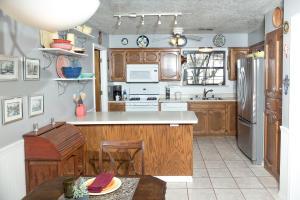 9_Shady_Lane_Kitchen_1