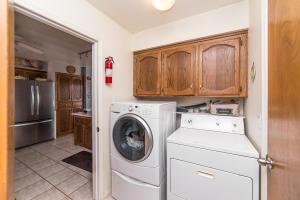 9_Shady_Lane_Laundry_Room