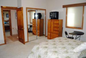 3 GUEST BEDROOM
