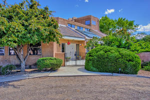 2108 Campbell Rd NW-large-004-12-Campbel