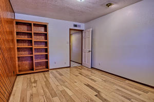 2108 Campbell Rd NW-large-044-36-Campbel