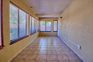 2108 Campbell Rd NW-large-033-84-Campbel