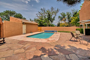 2108 Campbell Rd NW-large-083-91-Campbel