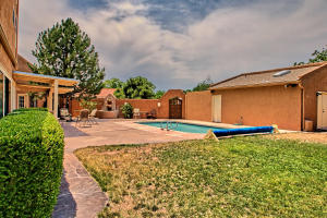2108 Campbell Rd NW-large-086-87-Campbel