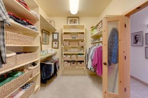 4 Meadows Pl MBR Closet 2