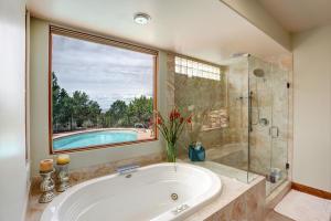 Master Bathroom Private View
