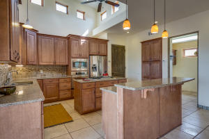106 Montezuma Ct Kitchen c