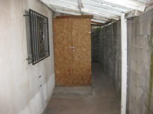 Storage unit - secure with padlock