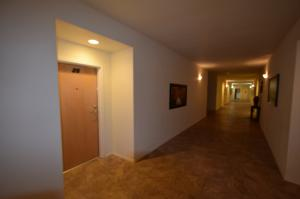 4322FourthNW-Hallways-09092015 (1) (1280