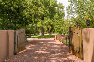 Property for sale at 5517 Rio Grande Boulevard NW, Los Ranchos,  NM 87107