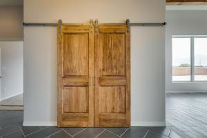 10 Sundagger Hall Closet