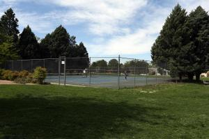 tennis courts nearby