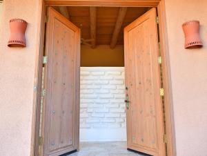 Tomas front doors