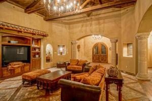 Grand Living Room 2