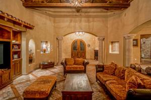 Grand Living Room 3