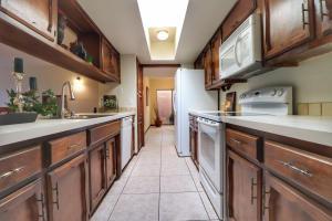 17-Kitchen - toward the Bonus Room