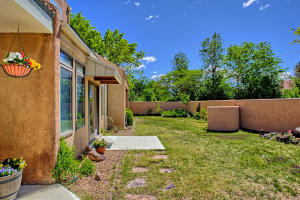 2108 Campbell Rd NW-large-007-19-Campbel