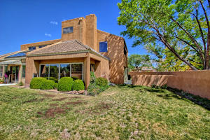 2108 Campbell Rd NW-large-084-77-Campbel