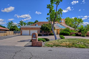 2108 Campbell Rd NW-large-002-10-Campbel