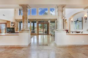 Entry_Foyer