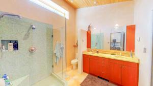 Spectactular Master Bathroom