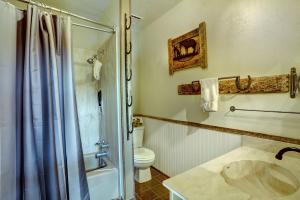 1st_Floor_Bathroom