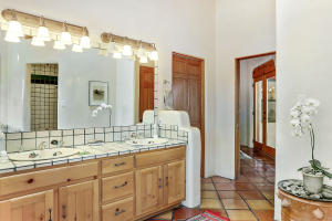 Master_Bathroom_1