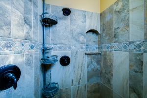 035_Master Shower (1)