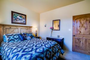 043_Bedroom