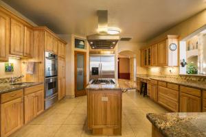 031-Kitchen