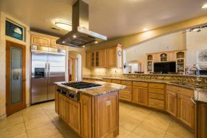 032-Kitchen