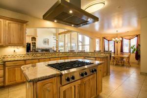 033-Kitchen