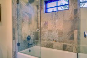 Full Bath for Bedroom 2