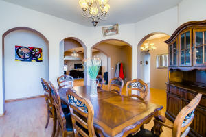 14 dining room and foyer