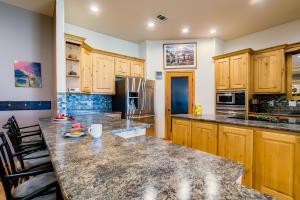 16 kitchen closeup