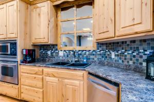 18 kitchen cabinet detail